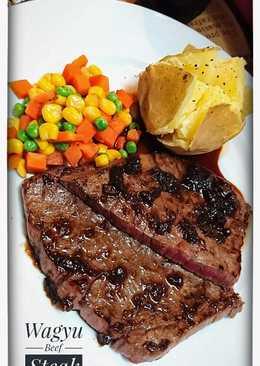 Beef steak w onion sauce