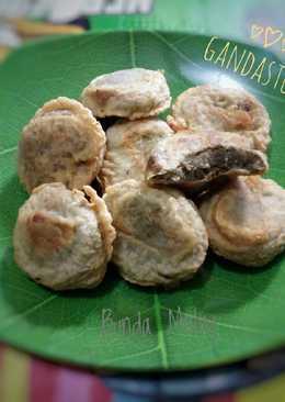 Gandasturi (Kacang Hijau Goreng Tepung)