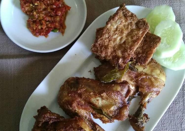 Resep Ayam Goreng Bumbu Rempah & Sambel Bledek By yovira nasution