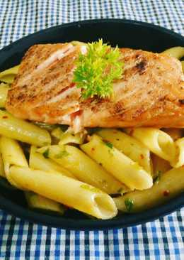 Penne Aglio Olio with Salmon
