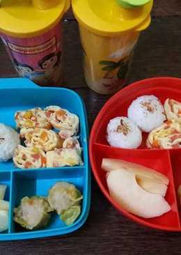 Bekal anak : nasi bulat isi abon dan omelet sayur