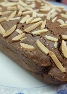 Brownies With Cheese and Almond Flakes