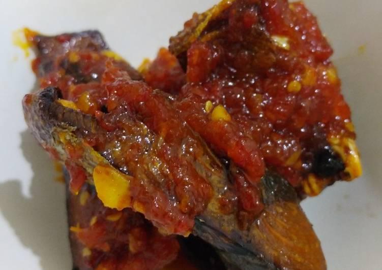 Balado ikan tongkol pedas manis