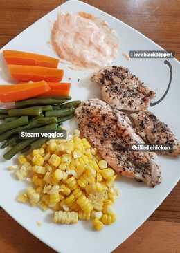 Grilled chicken with steam veggies