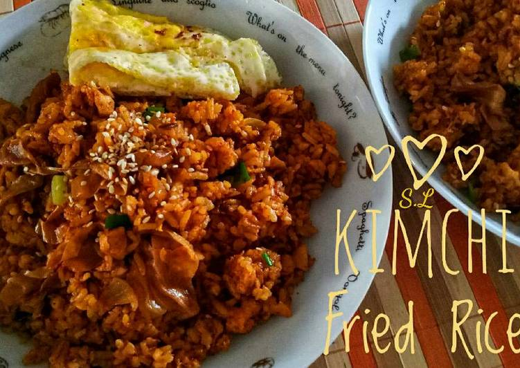 Kimchi Fried Rice / Bokkeumbap (볶음밥)