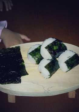 Onigiri (Nasi Kepal) isi Ayam