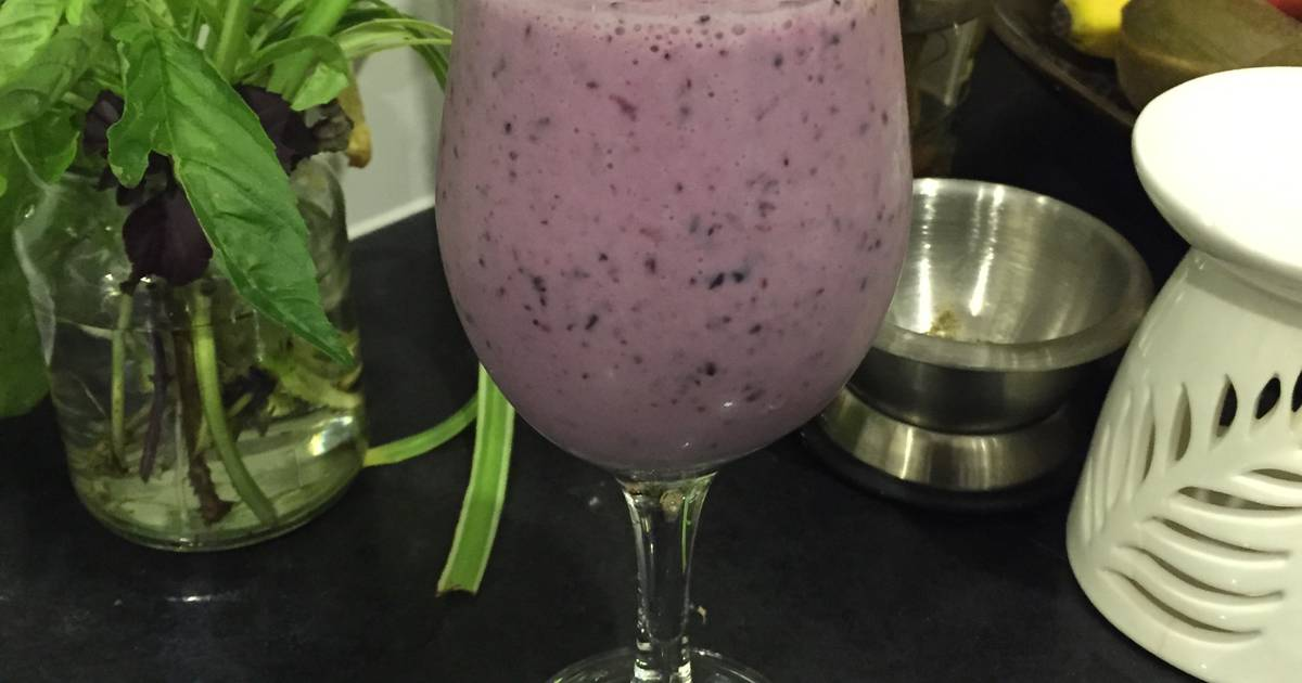 Resep Chia seed, blueberry & almond milk smoothie