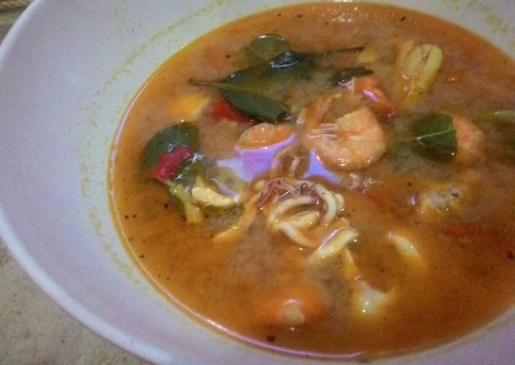 Resep Sup tom yam seafood oleh Novie lastriya Resep Sup tom yam seafood Kiriman dari Novie lastriya