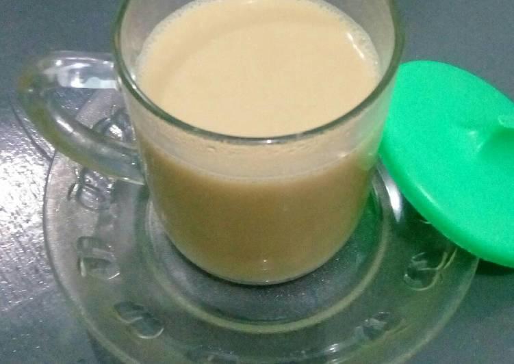 Teh susu panas sederhana