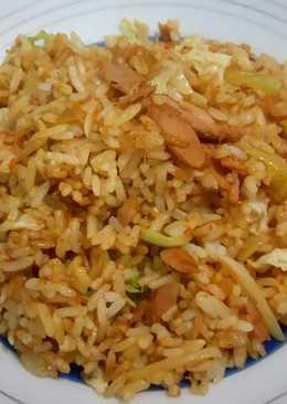 Nasi goreng tuna kaleng