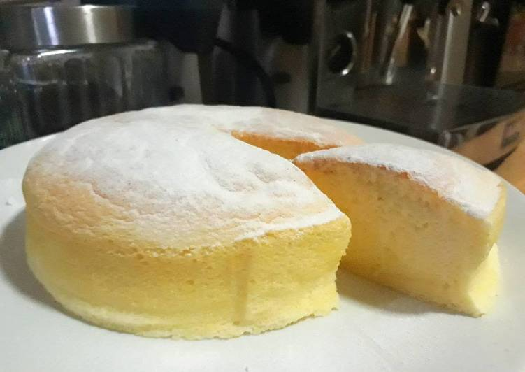 Cotton-soft Japanese cheesecake (cheese cake)