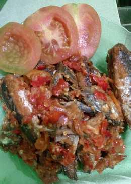 Ikan keranjang sambal tomat pedas