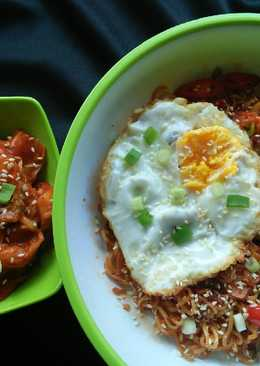 Mie Goreng Kimchi + Telur Goreng 1/2 Matang