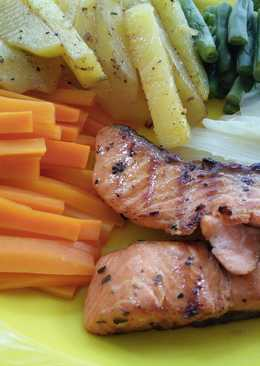 Steak salmon fillet dan sayuran