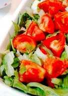 Salad seledri lettuce tomat - Japanese style