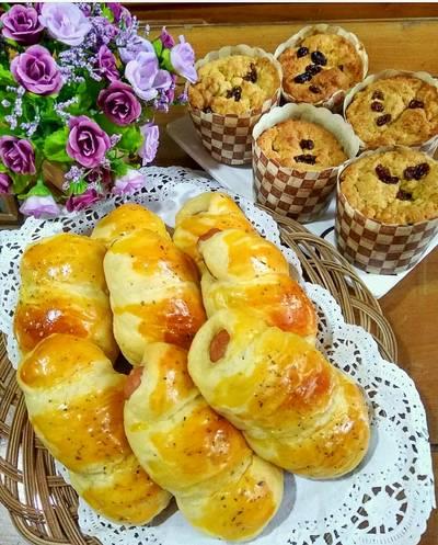 Roti sosis lilit