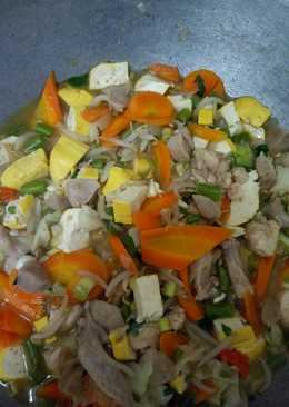 Sayur sop pakai daging ayam tambah bakso
