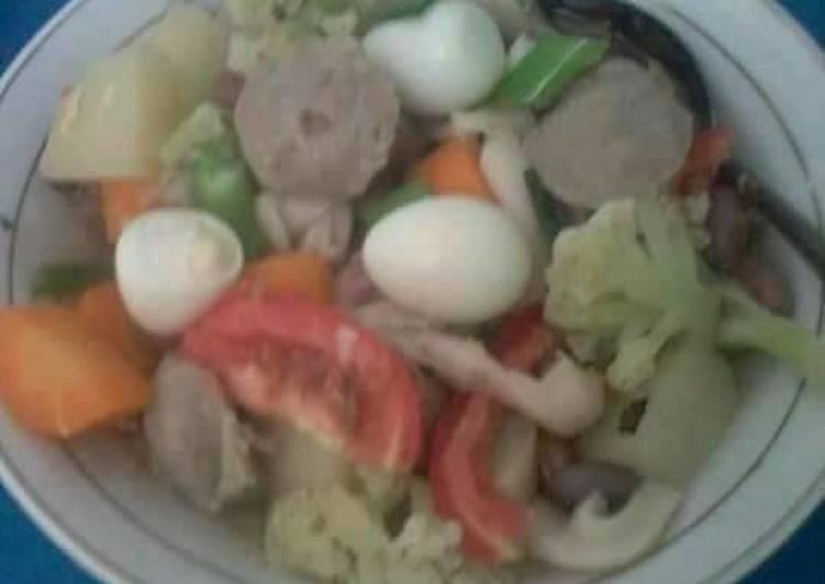 Sup saybak tepuy (sayur,bakso,telur puyuh)