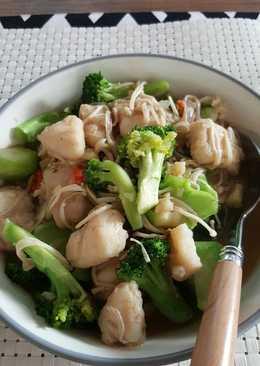 Ikan dori, Brokoli, jamur enoki tumis saus tiram
