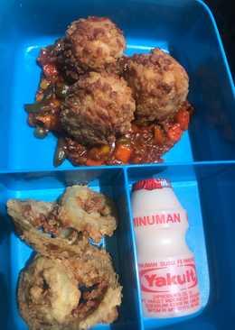 Bekal anak~mozza rice balls, tomato sauce & onion rings