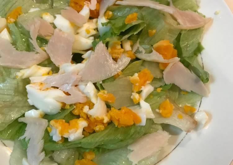 Salad lettuce & telur kreasi anak