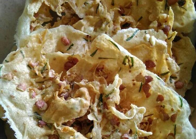 Peyek kacang daun jeruk