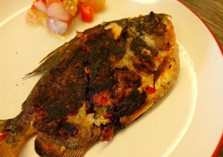 Hasil gambar untuk Ikan Bawal Bakar Bumbu Santan