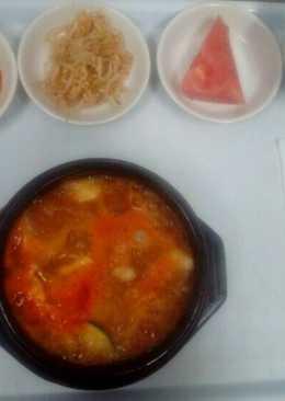 Camci Jiggae (sup kimchi isi tuna)