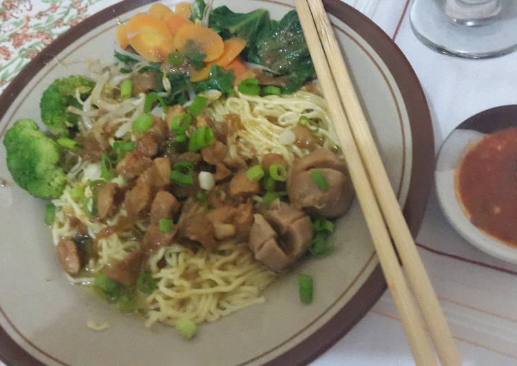 Mie Ayam Bakso extra Sayuran