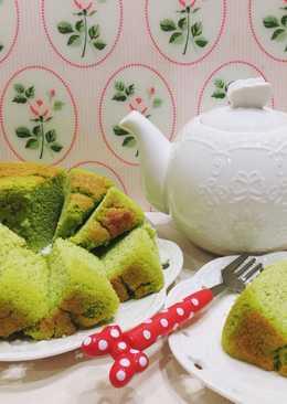 Keto pandan chiffon cake