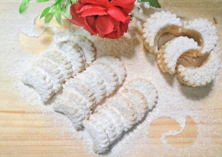 bahan dan cara membuat Kue Kering: Putri Salju (Kacang Mete)