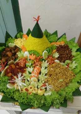 Tumpeng nasi kuning istimewa