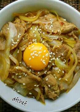 Beef bowl (gyudon)
