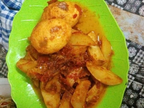 Balado kentang dan telor