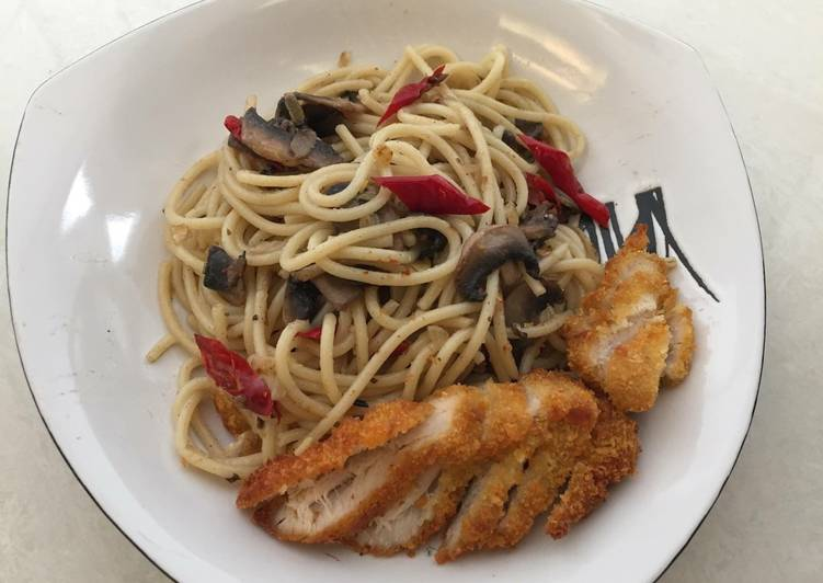 Spaghetti aglio olio mushroom and chicken strips #BikinRamadanBerkesan #RabuBaru
