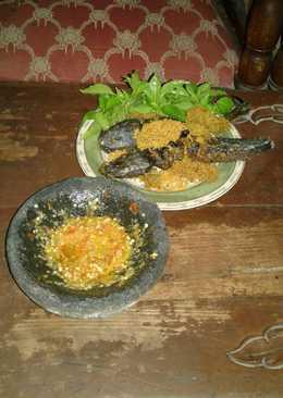 Lele goreng kremes sambel bawang