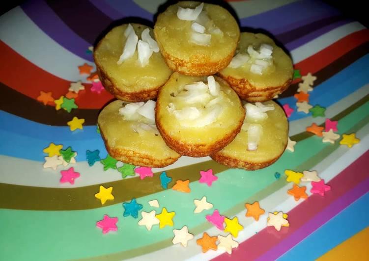 Kue Lumpur kentang topping kelapa muda