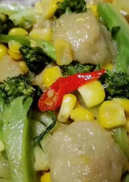 Tumis Brokoli Bakso Jagung 🌽