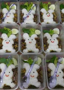 "Bekal Anak Bento ""Bebek Goreng Suwir"" Rabbit view🐰😊😘"