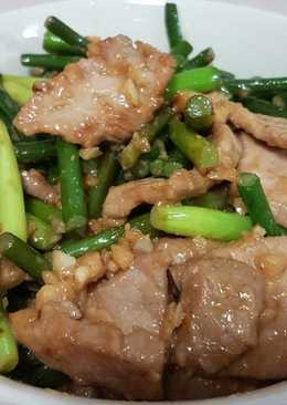 Stir Fry Pork with Garlic Sprouts