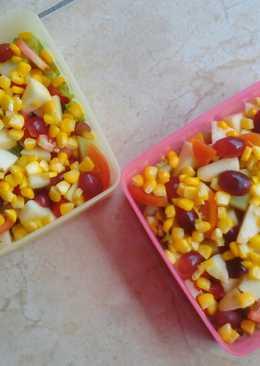 Mix salad mix mayonaise