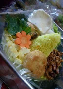 Tumini nasi kuning (tumpeng mini😁)