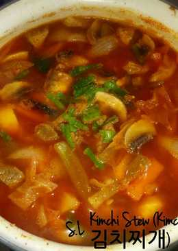 Kimchi Stew (Kimchi Jjigae 김치찌개)