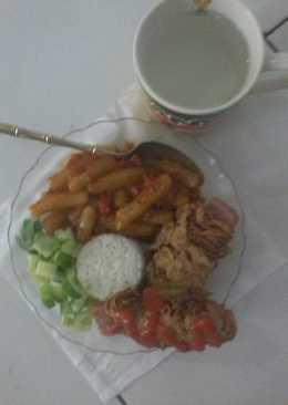 Teteokbokki (rice cake) & midog gulung kornet