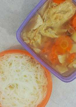 Bekal makan siang sop kembang tahu