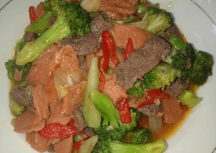 Resep Brokoli cah daging sapi dan sosis saus tiram - Devi Natasya