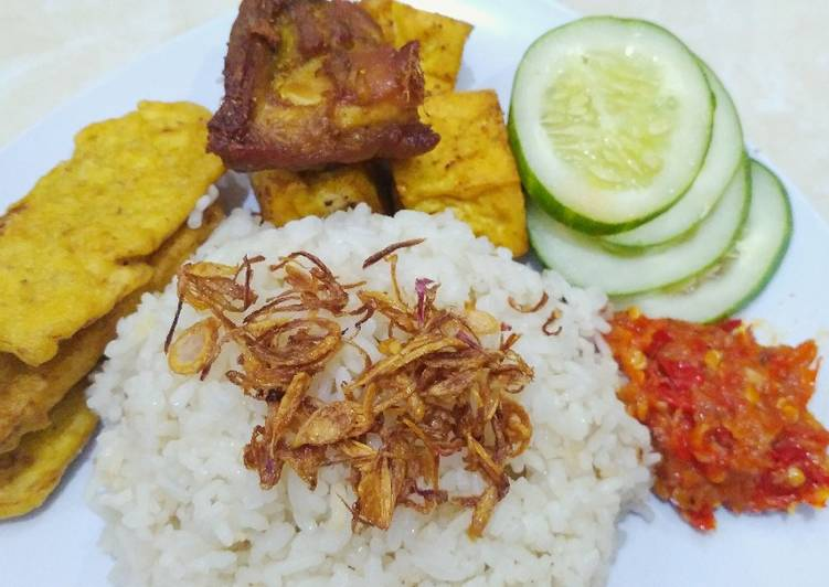 Nasi uduk Betawi magic com