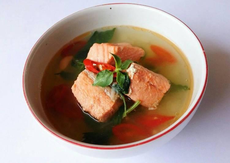 gambar untuk resep Sup Salmon Daun Kemangi