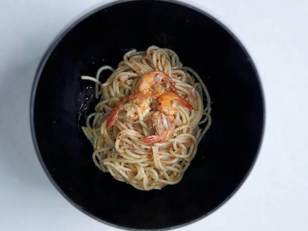 Spaghetti aglio e olio with chilli flakes