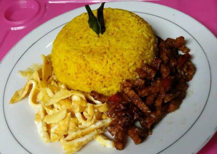 Resep Nasi kuning magicom By T. Iyayy